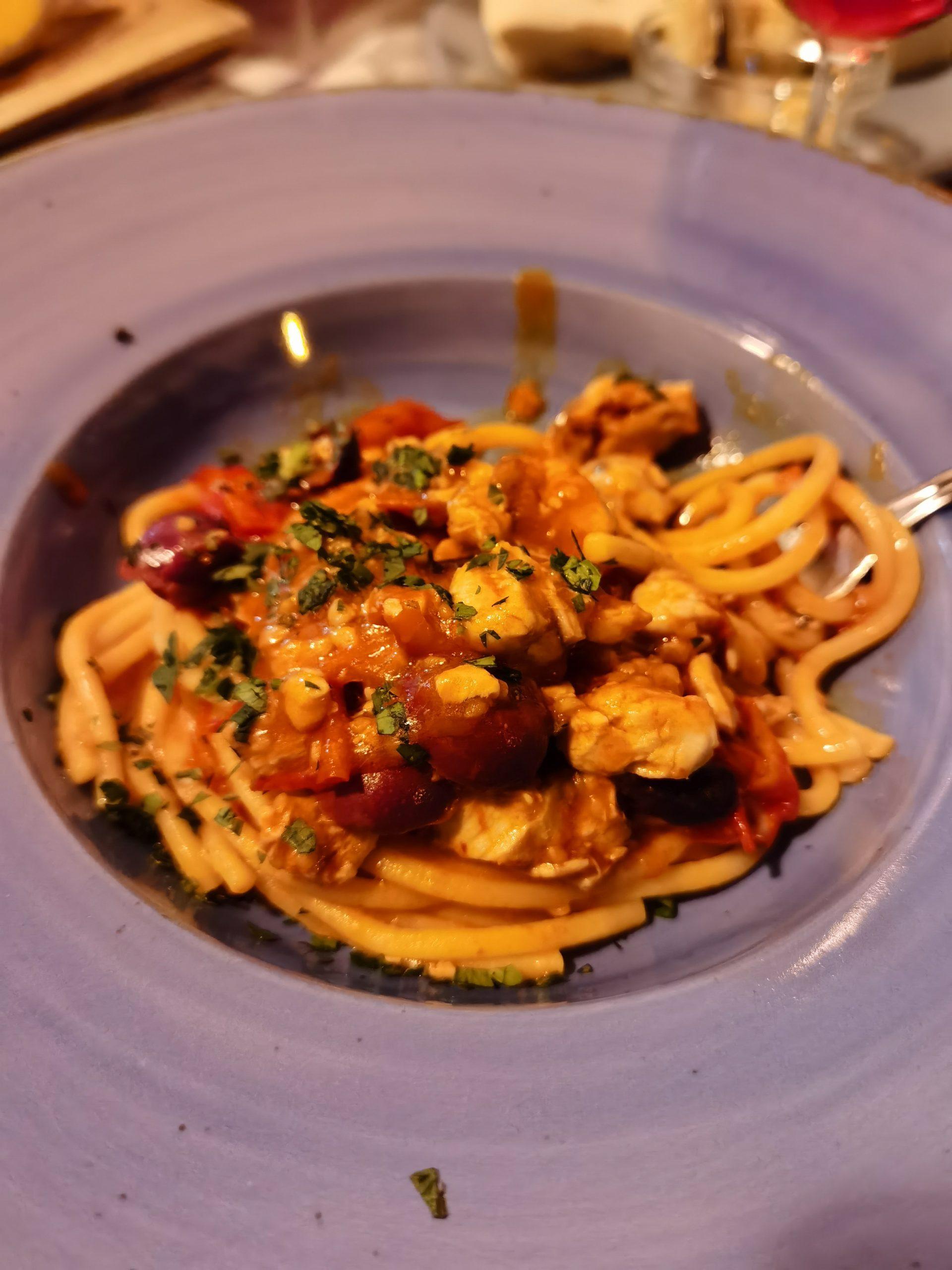 linguine pomodoro tonno e olive gaeta